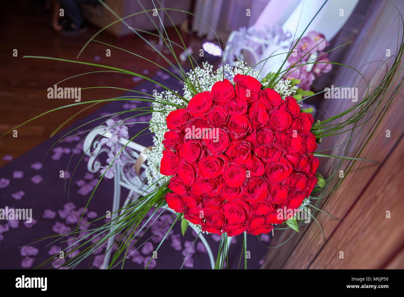 un ramo de flores ramo de rosas rojas de un centenar gran ramo de cien grandes rosas rojas flores - Fotos De Rosas Rojas Grandes