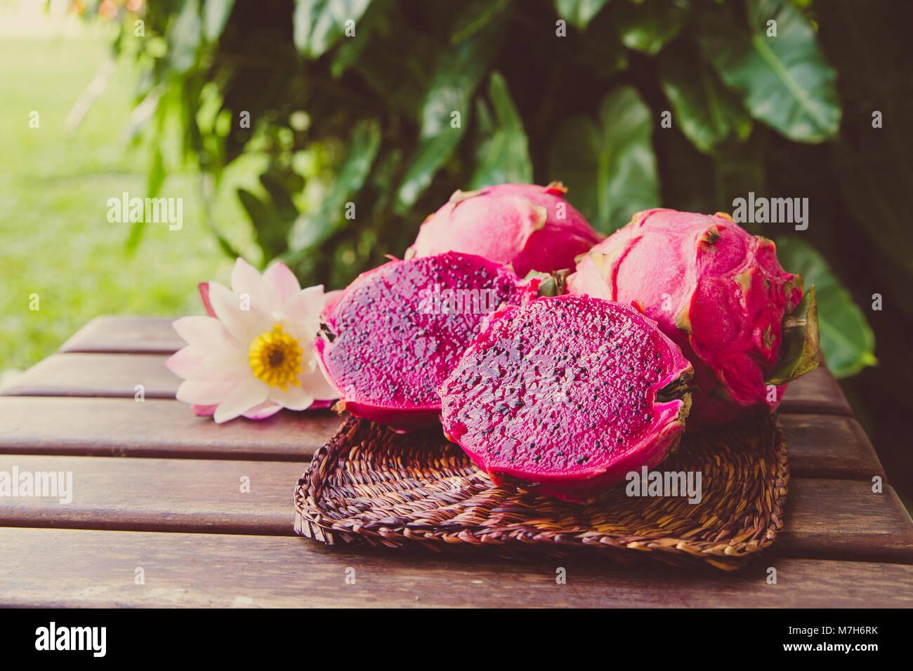 Brillante Dragon Rojo Tropical Jugosas Frutas Pitaya O Fruta Del