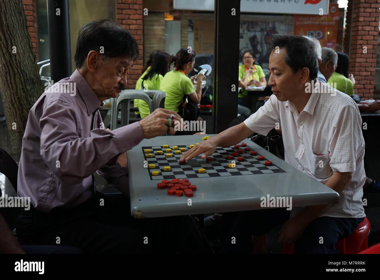 Viejos Jugando Juego De Mesa Cerca De Pagoda Street Singapore Que Es
