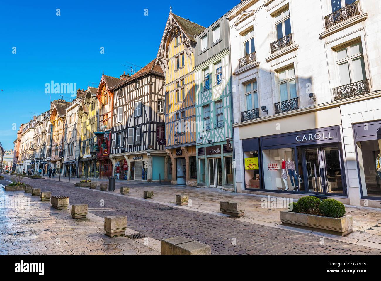 Troyes (norte de Francia): fachadas de casas de marcos de madera ...