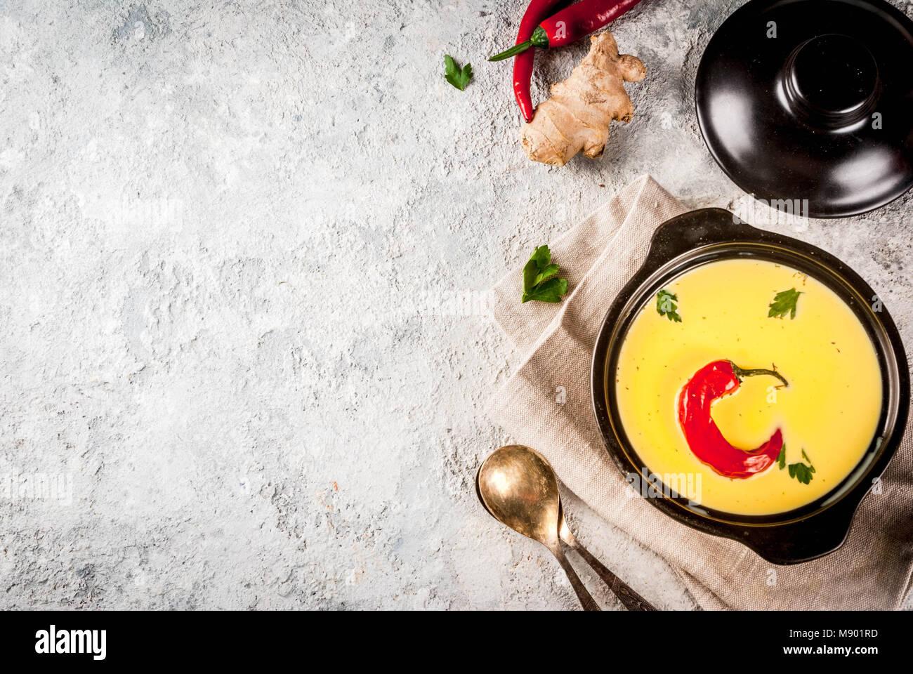 Cocina india tradicional. Curry vegetariano Kadhi Gujarati, Gujarati ...