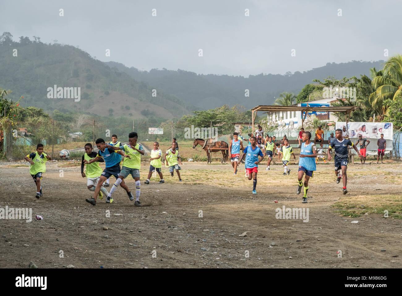 Capurgana Colombia Marzo 2018 Ninos Jugando Al Futbol En La