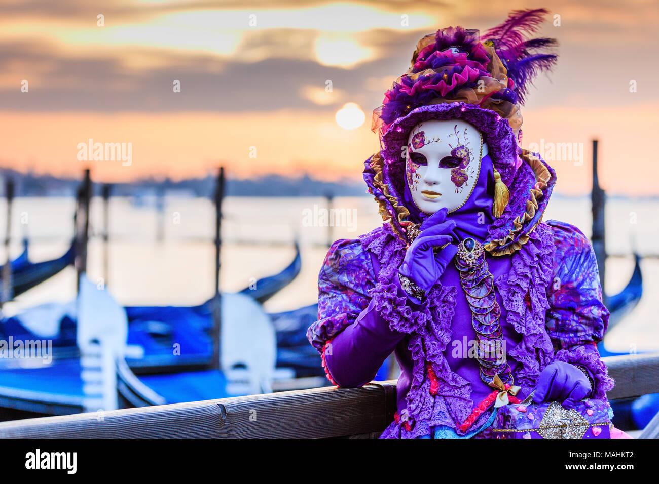 Venecia, Italia. Carnaval de Venecia, Bonita máscara en la Plaza de ...