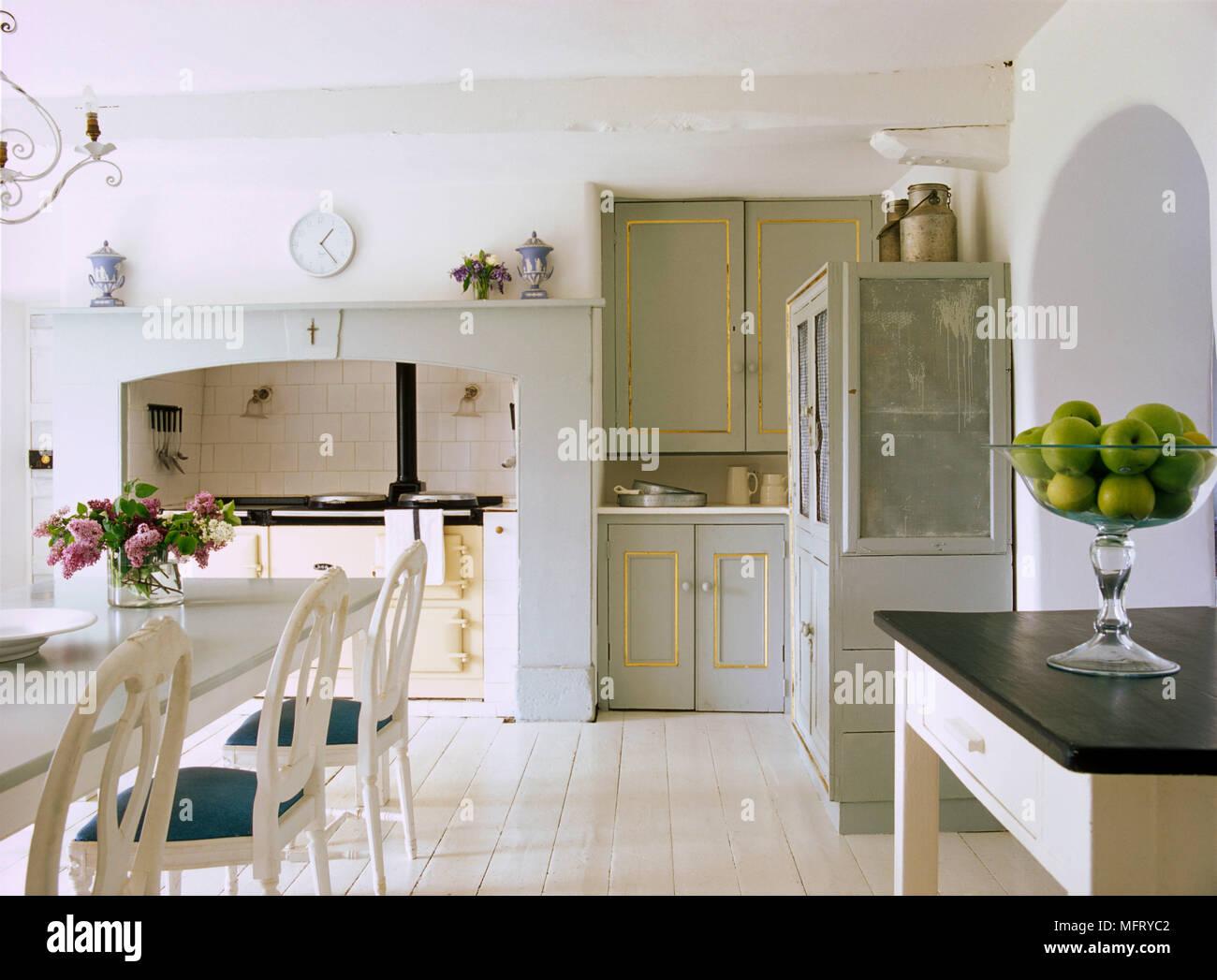 Excepcional Mesa De La Cocina Pintada Y Sillas Galería - Ideas de ...