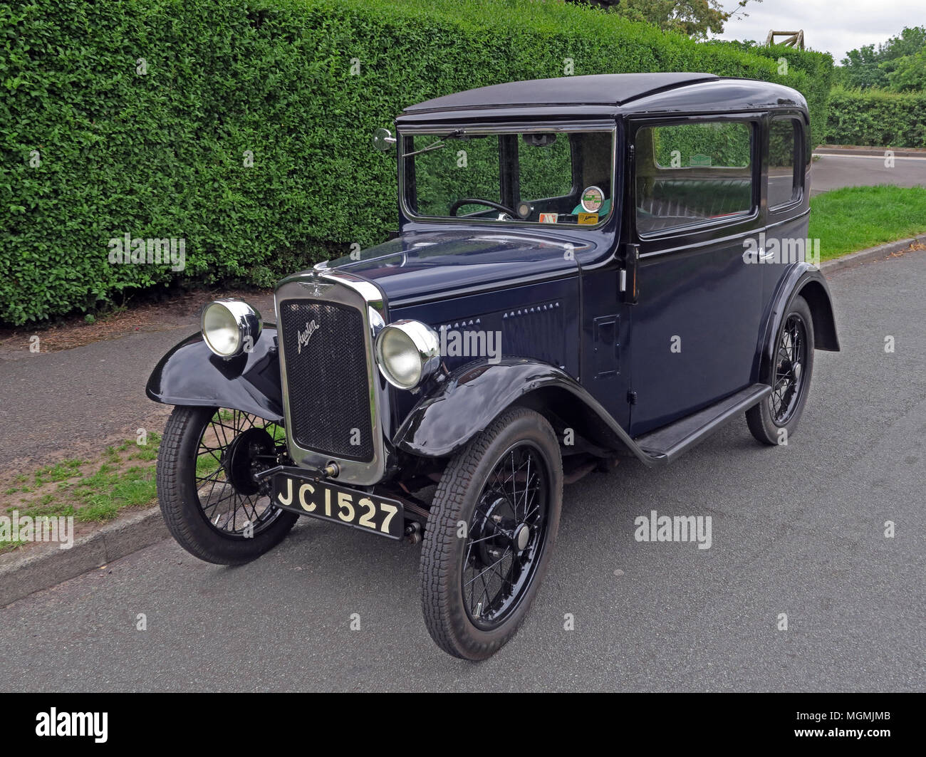 GoTonySmith,automobile,vehicle,classic,saloon,on,the,road,parked,JC