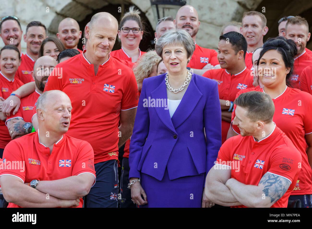Miedoso Mens Boda Se Adapte A Reino Unido Ideas Ornamento ...