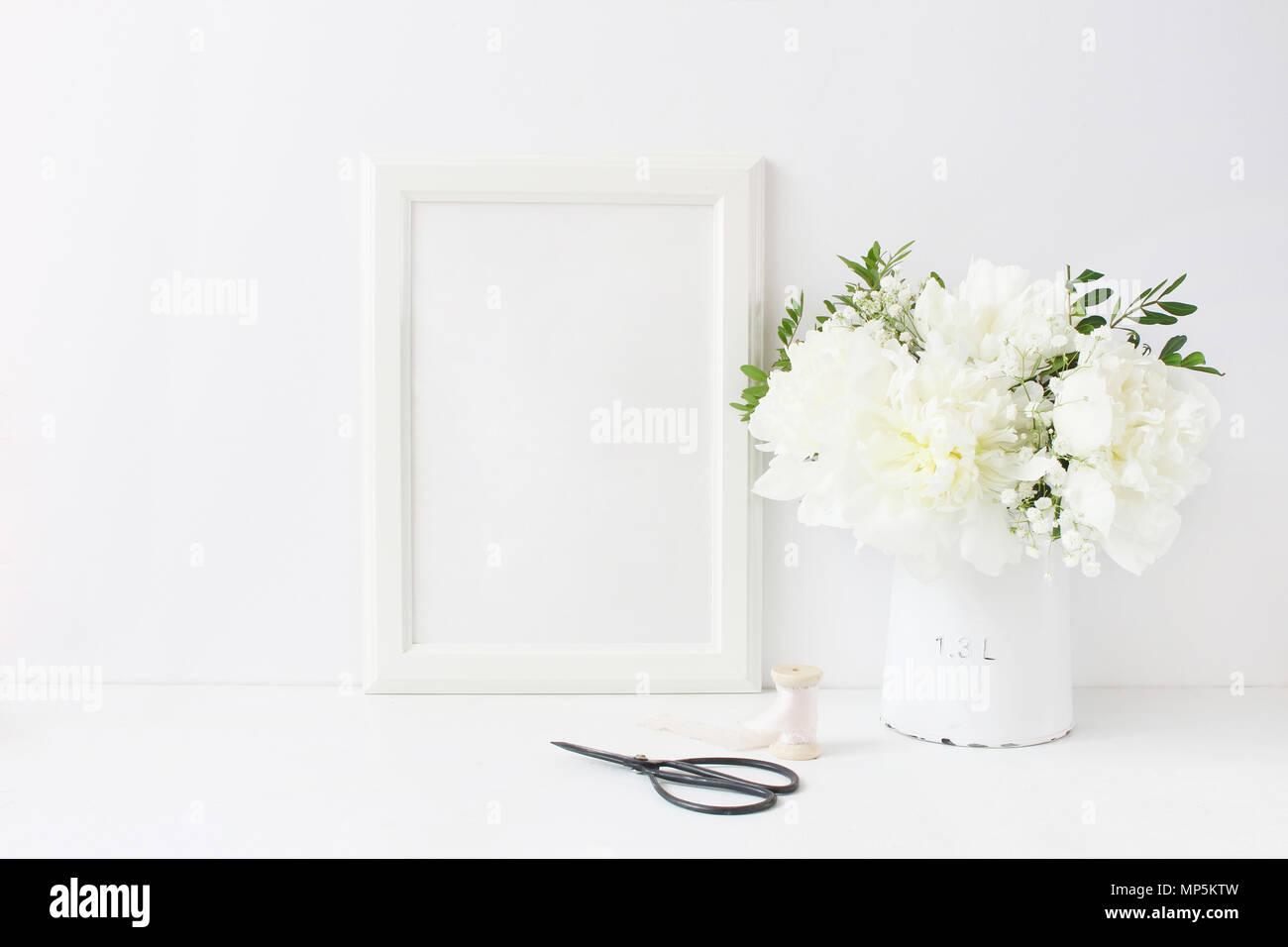 Bastidor de madera en blanco Blanco boceto. Tabla de boda todavía la ...