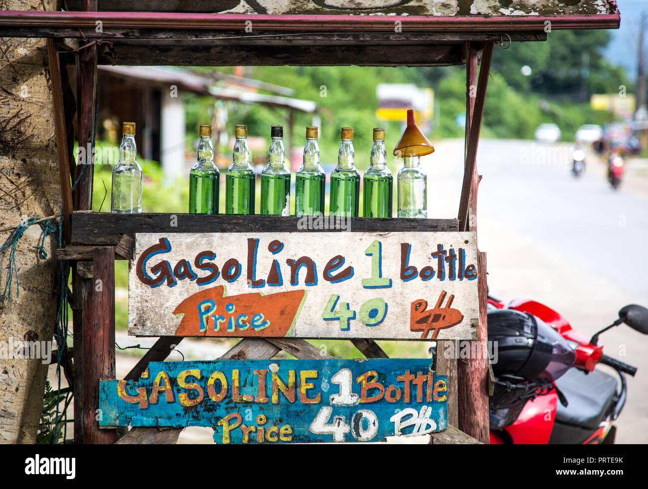 Venezuela crisis economica - Página 15 La-venta-de-gasolina-en-botellas-de-vidrio-de-koh-chang-tailandia-prte9k