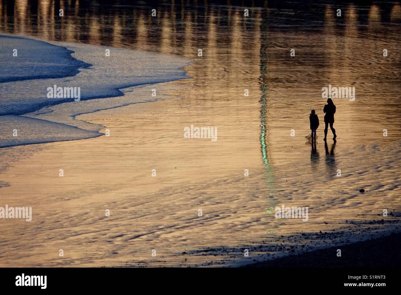 La luz del atardecer en newhaven East Beach Imagen De Stock