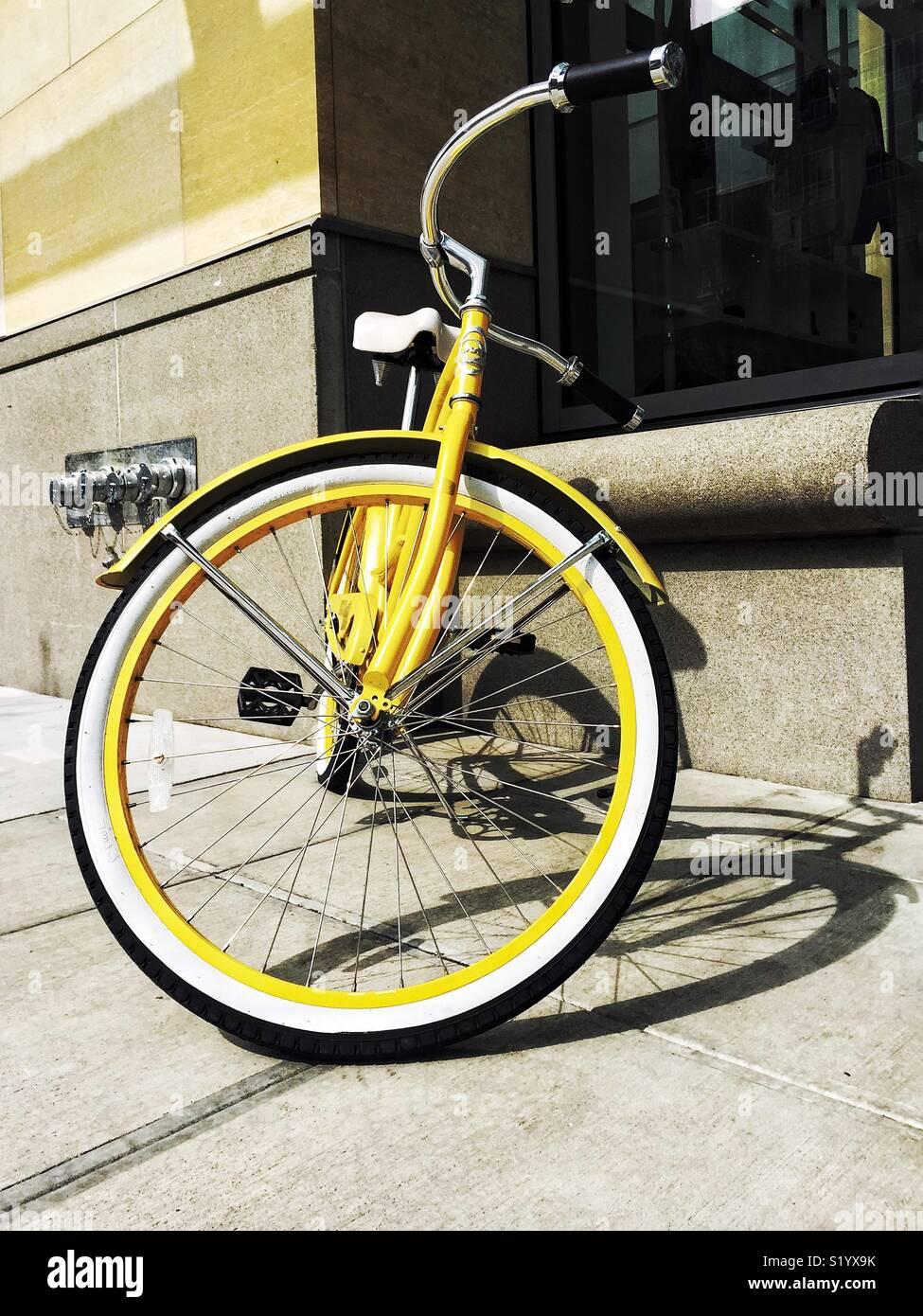 En la ciudad de bicicletas amarillas Imagen De Stock