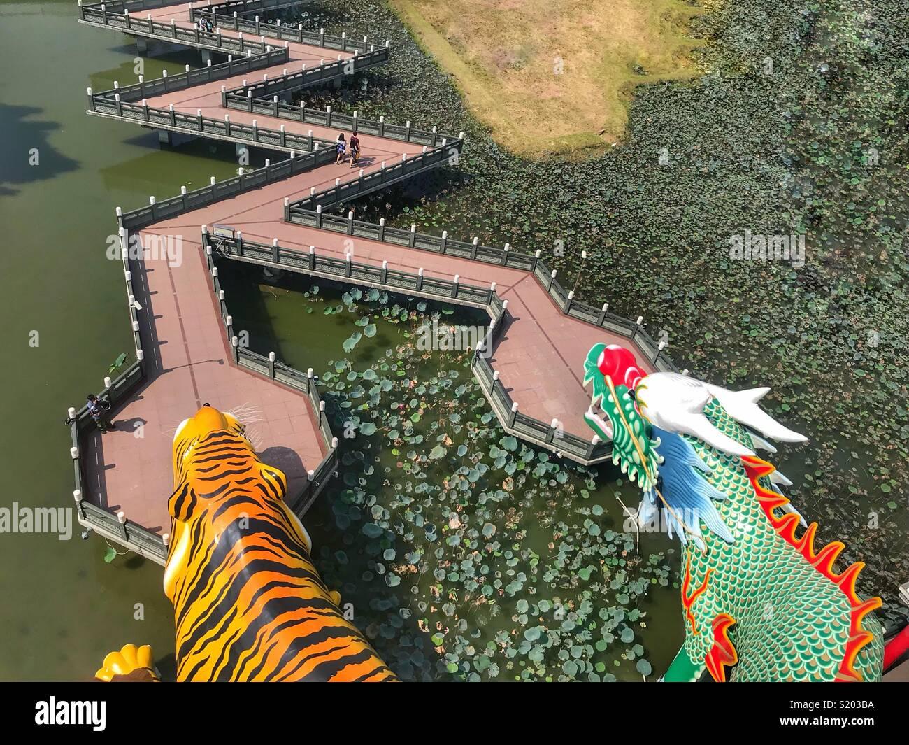 Kaohsiung Taiwán Lotus Pond y Tigre y Dragón Pagodas Imagen De Stock