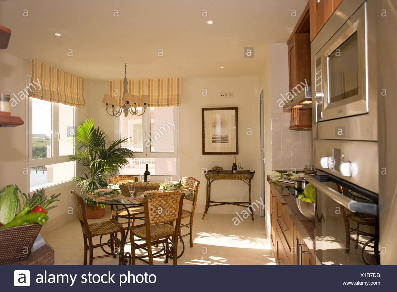 Bonito Apartamento Mesa De La Cocina Terapia Ideas - Como Decorar la ...