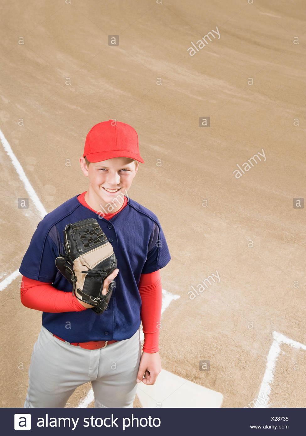Jugador de béisbol en uniforme Foto   Imagen De Stock  276776393 - Alamy 49beea06f4a