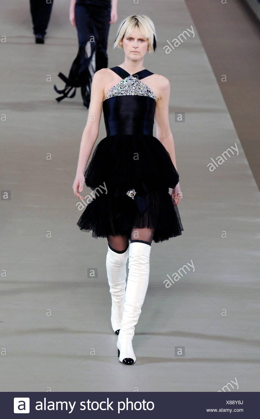 Vestido negro corto recto