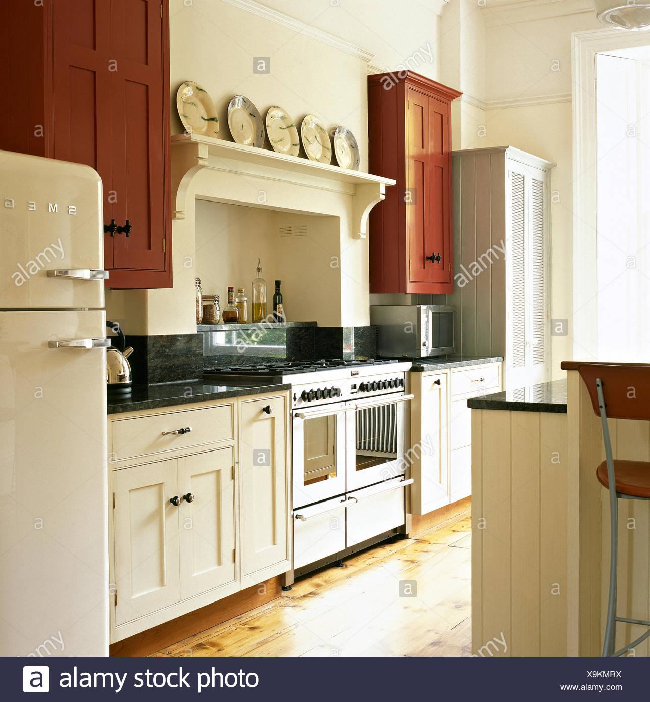 Encantador Crema Agitador Cocinas Reino Unido Colección de Imágenes ...