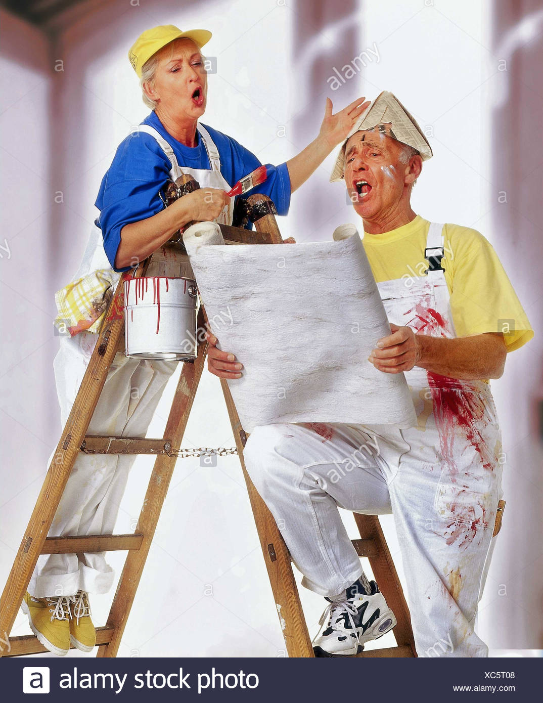 Do it yourself senior couple renovation wallpaper stock photos do do it yourself parejas ancianas renovacin papel tapiz color solutioingenieria Gallery