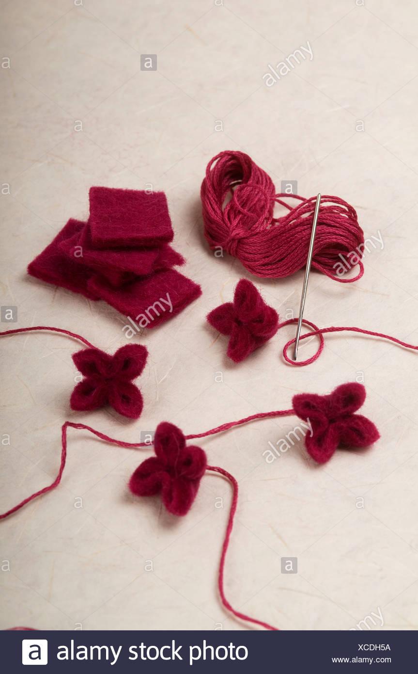 Hacer Flores De Lana Encogida Foto Imagen De Stock 283040614 Alamy - Como-hacer-una-flor-de-lana
