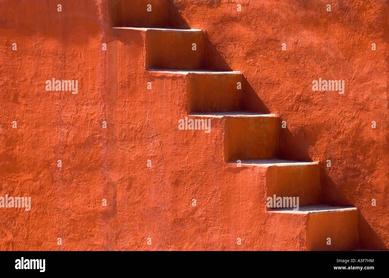 Étapes sur un bâtiment, Jantar Mantar, New Delhi, Inde Photo Stock
