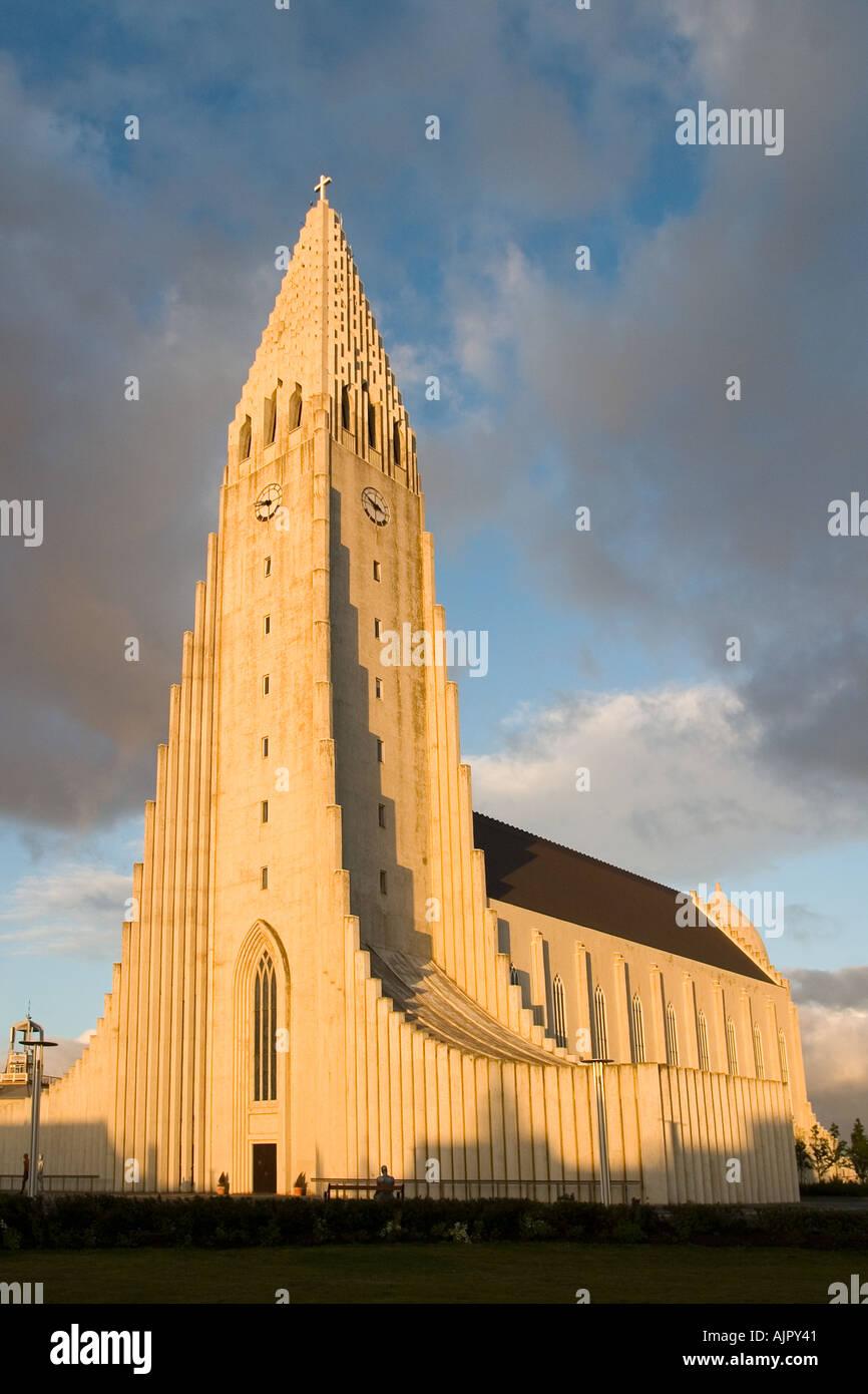L'église Hallgrimskirkja Reykjavik Islande coucher du soleil Photo Stock