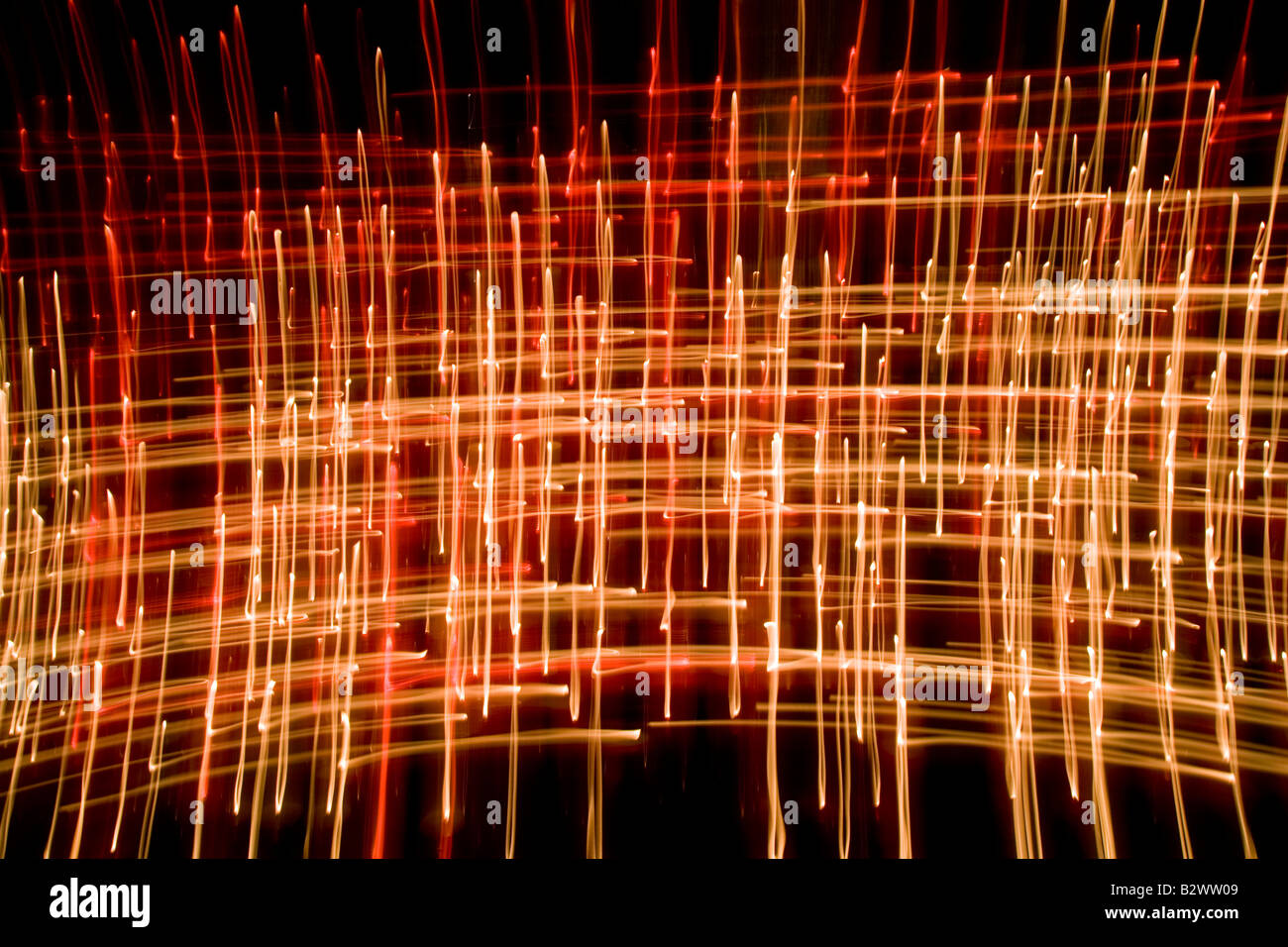 Les flammes de bougies Résumé prises avec une vitesse d'obturation lente dans une cathédrale Photo Stock