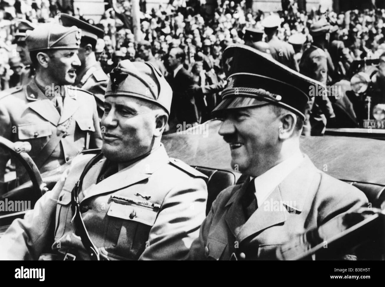 Hitler et Mussolini dans une voiture, 1940. Photo Stock