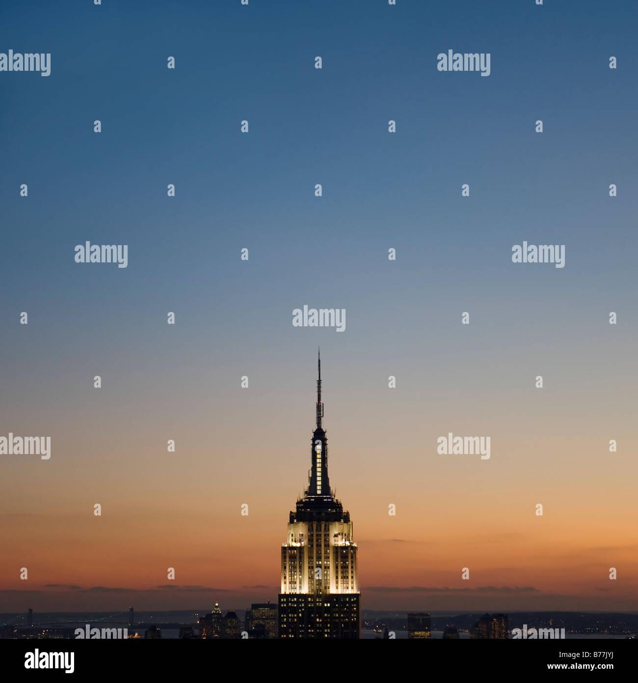 Vue du coucher de soleil de l'Empire State Building Photo Stock