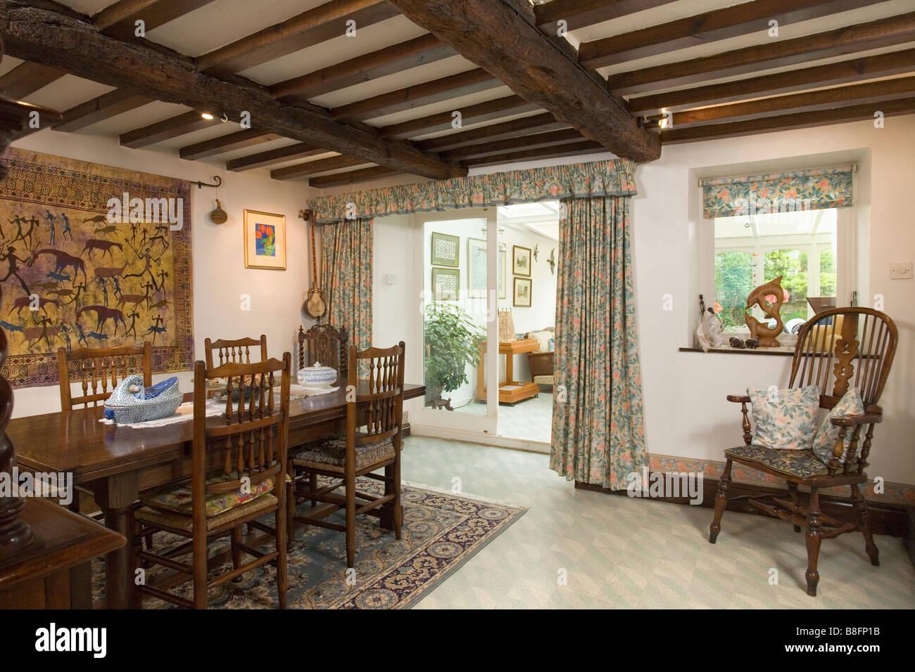 Uk l 39 int rieur d 39 une maison traditionnelle salle for Acheter une salle a manger