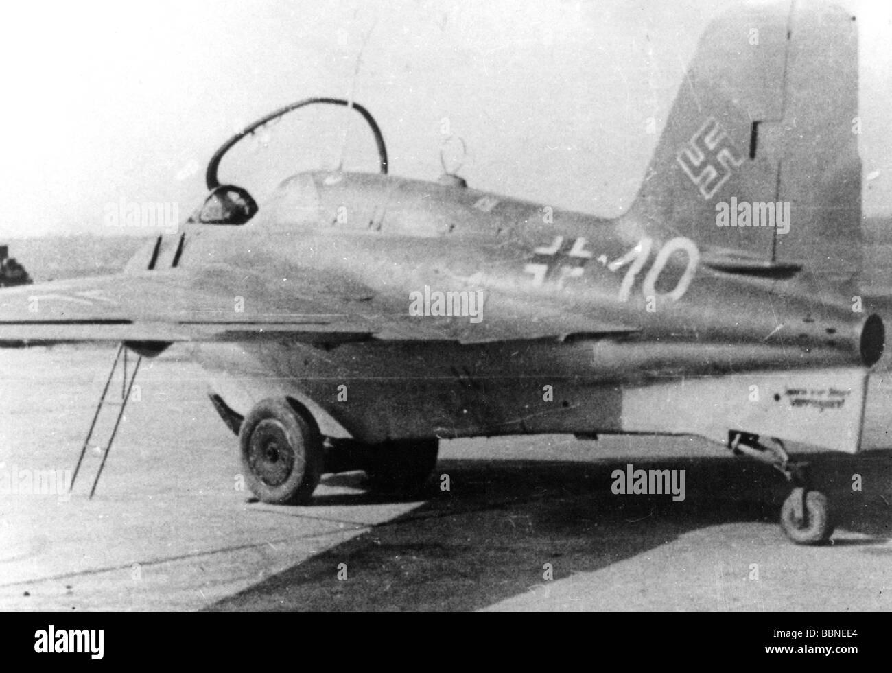 Me 163B Komet - Hasegawa - 1/32 (FINI) - Page 2 Evenements-seconde-guerre-mondiale-la-deuxieme-guerre-mondiale-la-guerre-aerienne-avion-fusee-allemande-avions-messerschmitt-me-163-komet-b-bbnee4