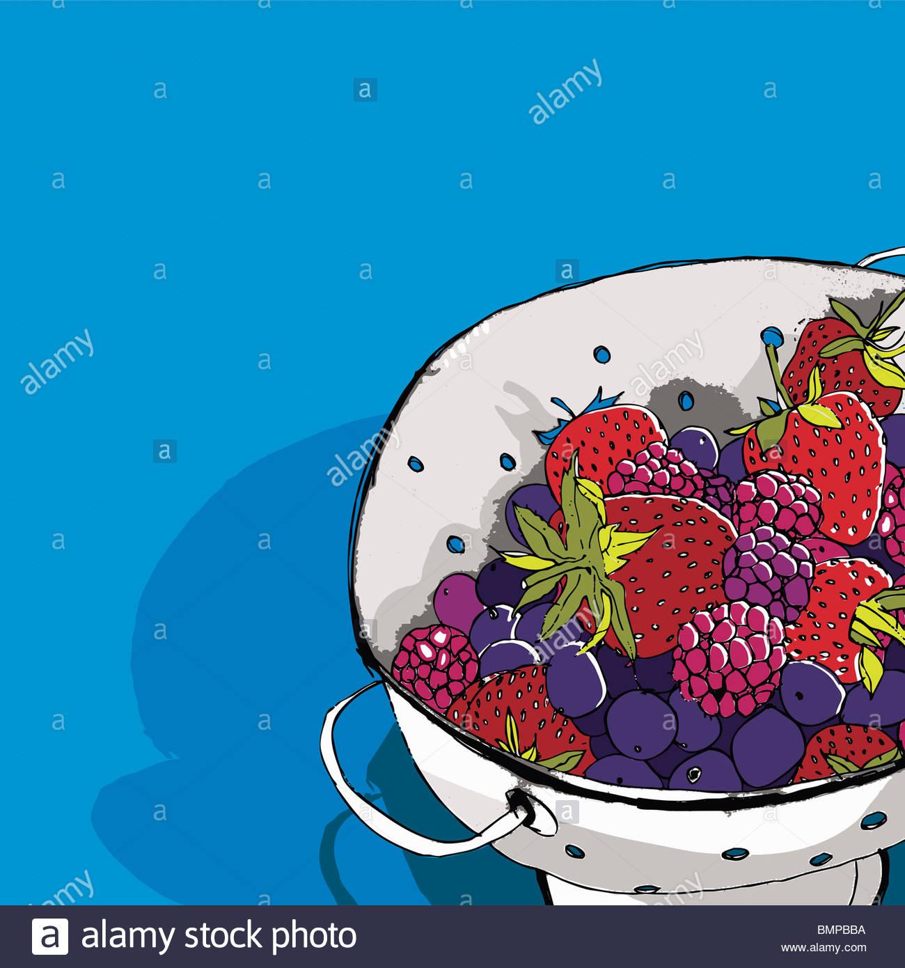 Les petits fruits dans une passoire Photo Stock