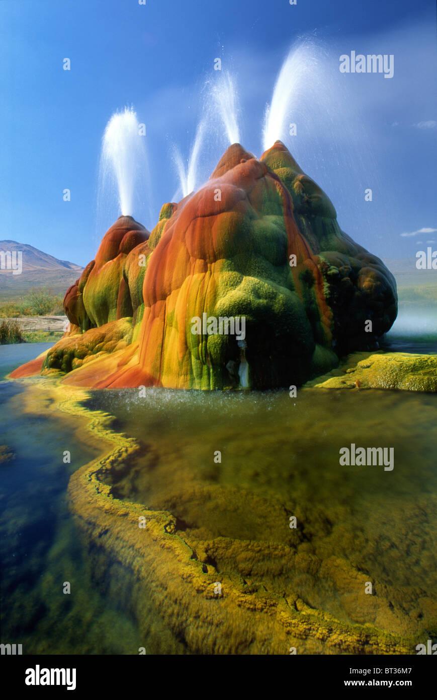 Le vol continue dans le geyser désert de Black Rock dans le Nevada Photo Stock
