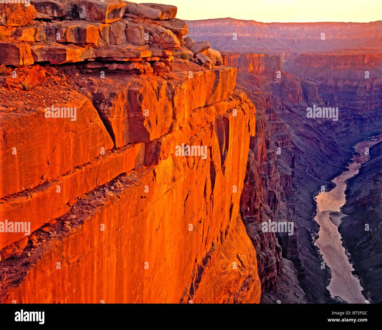 Le lever du soleil sur la rivière Colorado à Toroweep, le Parc National du Grand Canyon, Arizona Photo Stock