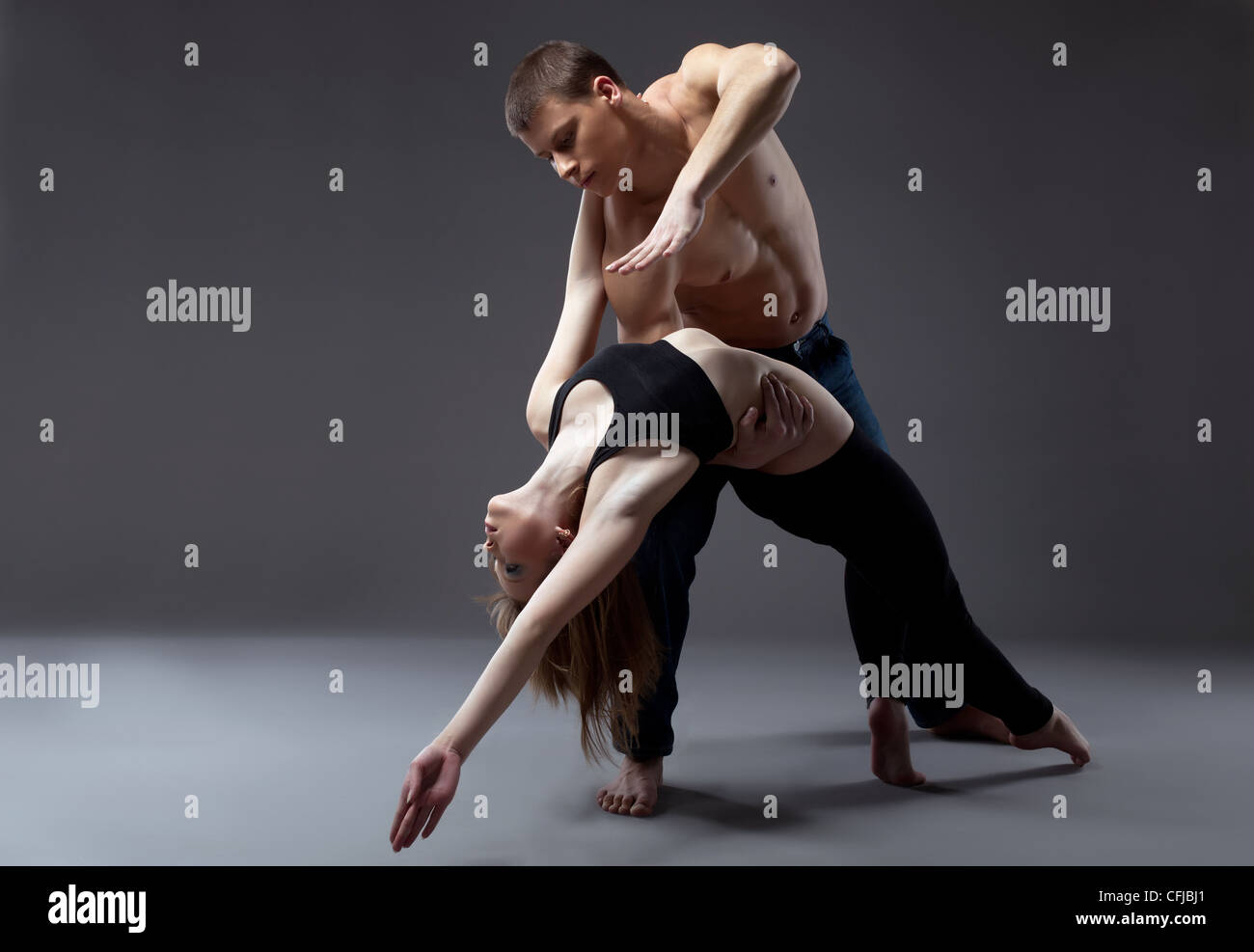 Couple de jeune gymnaste posing in dance performance isolated Photo Stock