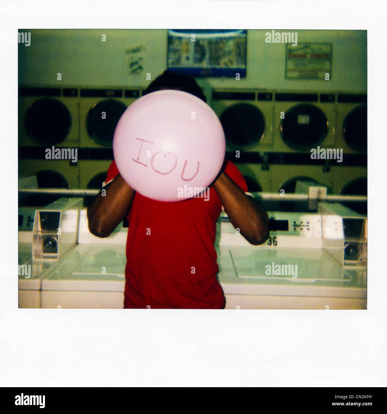 Photographie instantanée film de man avec ballon en disant 'Je t'aime' Photo Stock