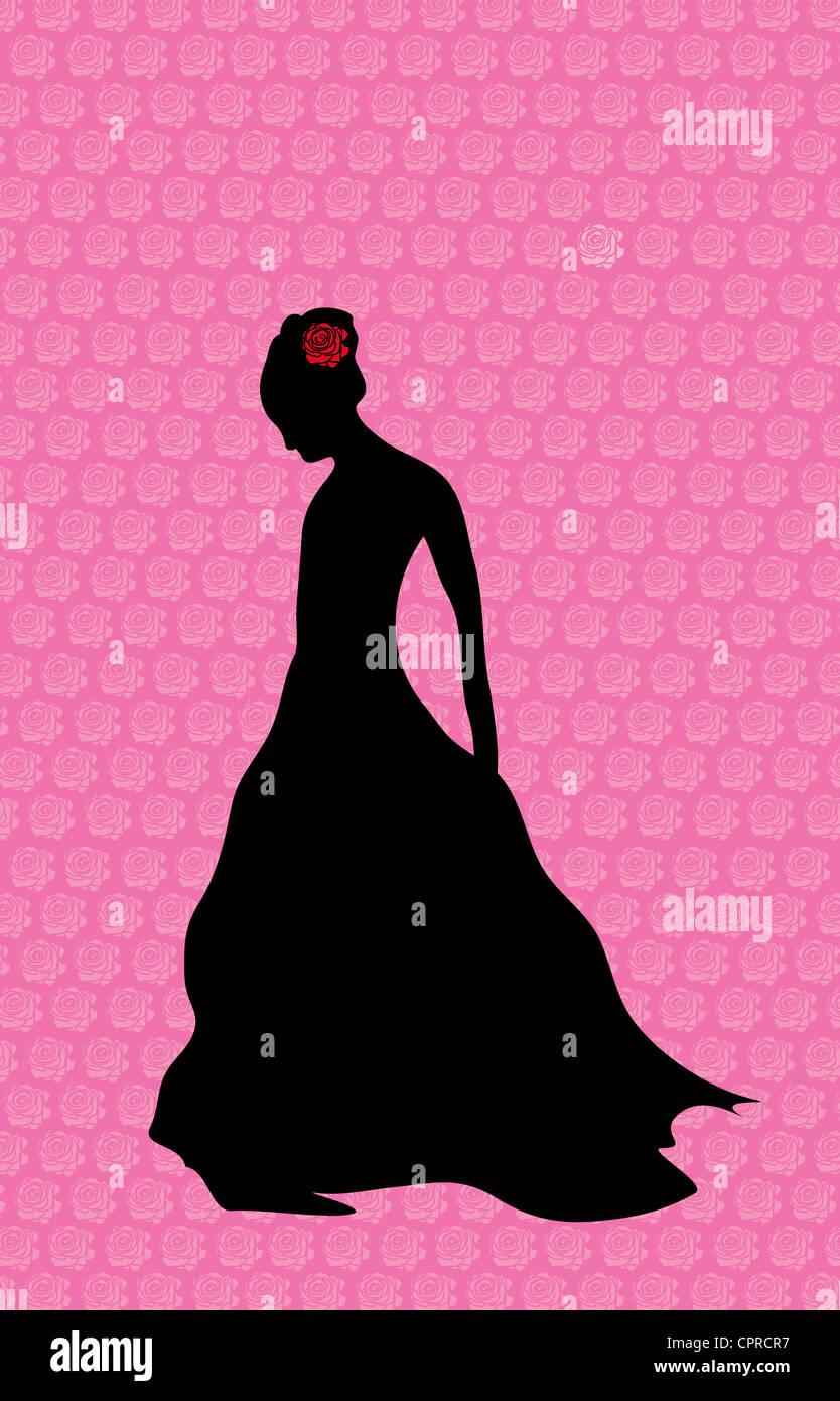 Silhouette noire d'une femme debout seul avec une rose rouge dans ses cheveux. Photo Stock