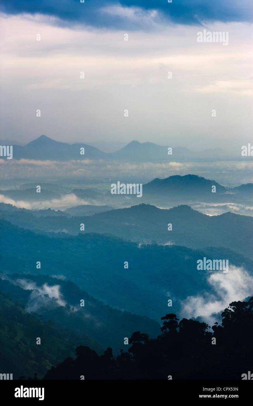 L'écart d'Ella au crépuscule, le sud de l'hill country, Sri Lanka Photo Stock