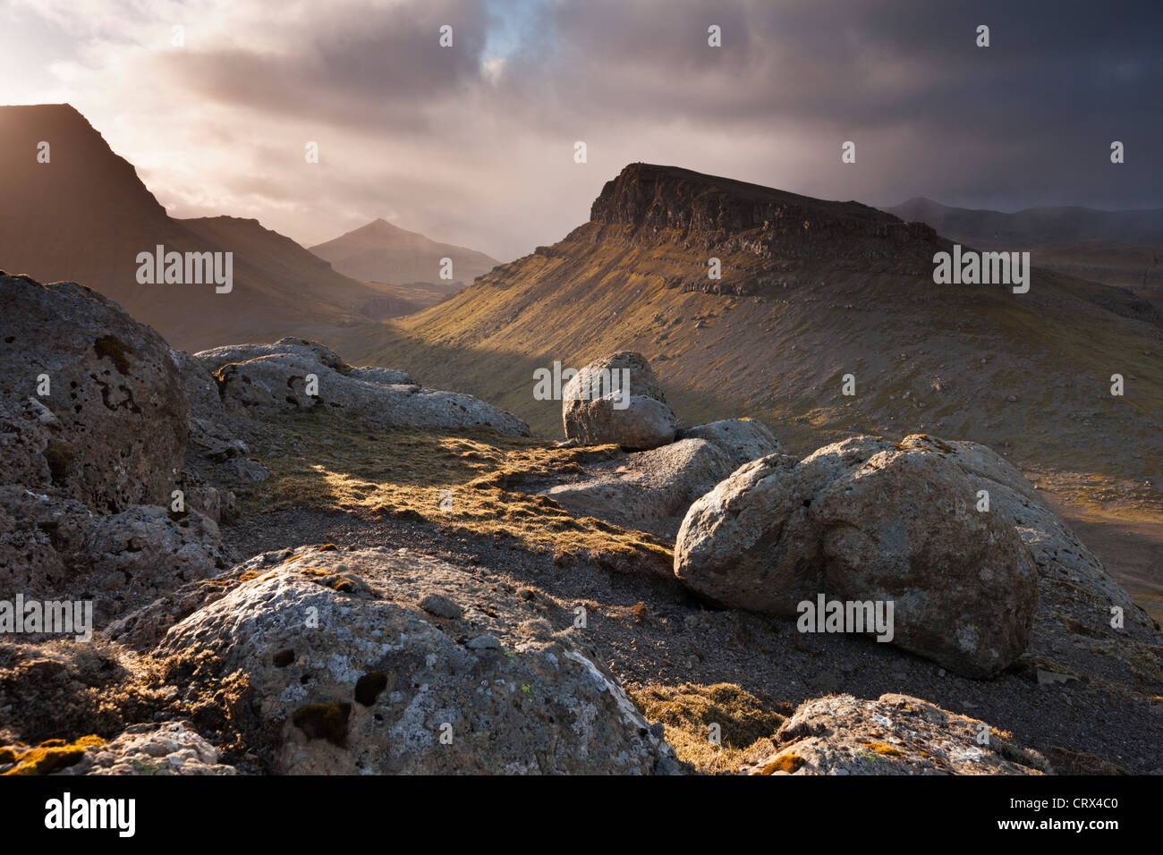 Montagnes de l'intérieur de l'île de Streymoy, une des îles Féroé. Printemps (juin) Photo Stock