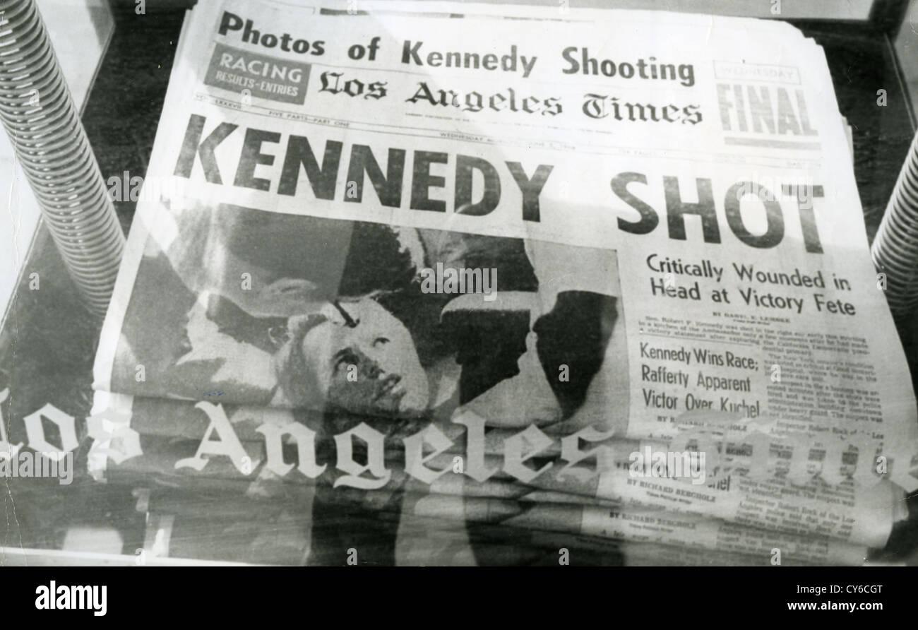 ROBERT F. Kennedy (1925-1968) Première page du Los Angeles Times détaillant son assassinat le 5 juin 1968 Photo Stock