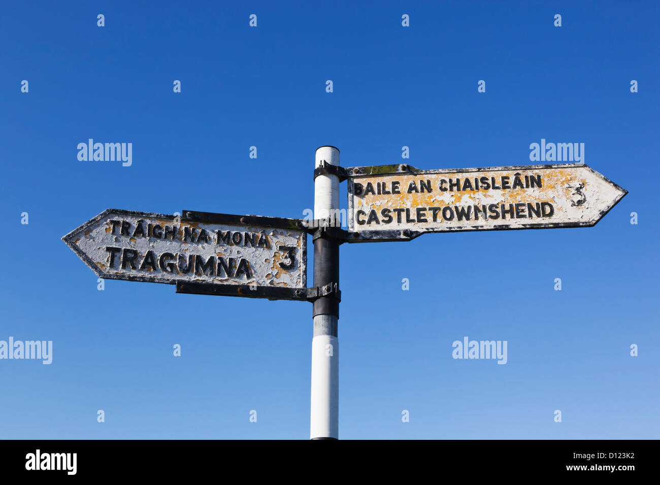gaelic road signs photos gaelic road signs images alamy. Black Bedroom Furniture Sets. Home Design Ideas