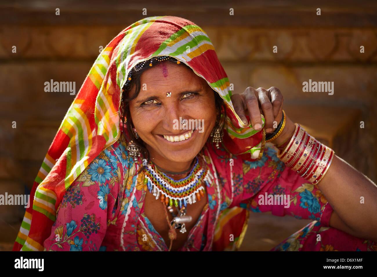 Portrait of smiling woman l'Inde, Jaisalmer, Rajasthan, India Photo Stock