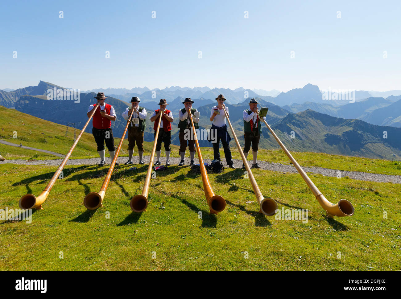 Joueurs de cor des alpes, Diedamskopf, Schoppernau, Bregenzerwald, Forêt Noire, Vorarlberg, Autriche Photo Stock