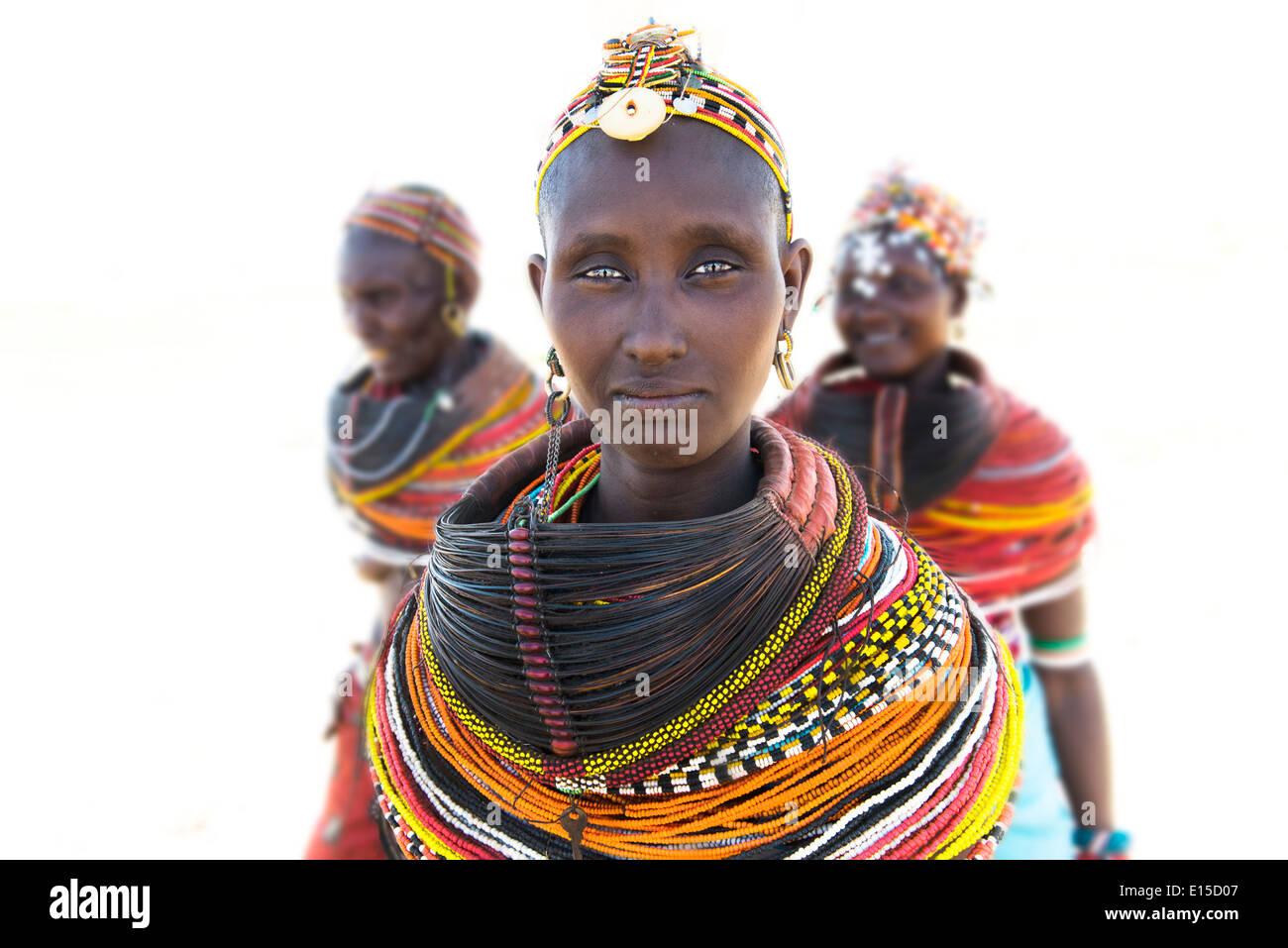 Belle femme Rendille dans leur village dans le nord du Kenya. Photo Stock
