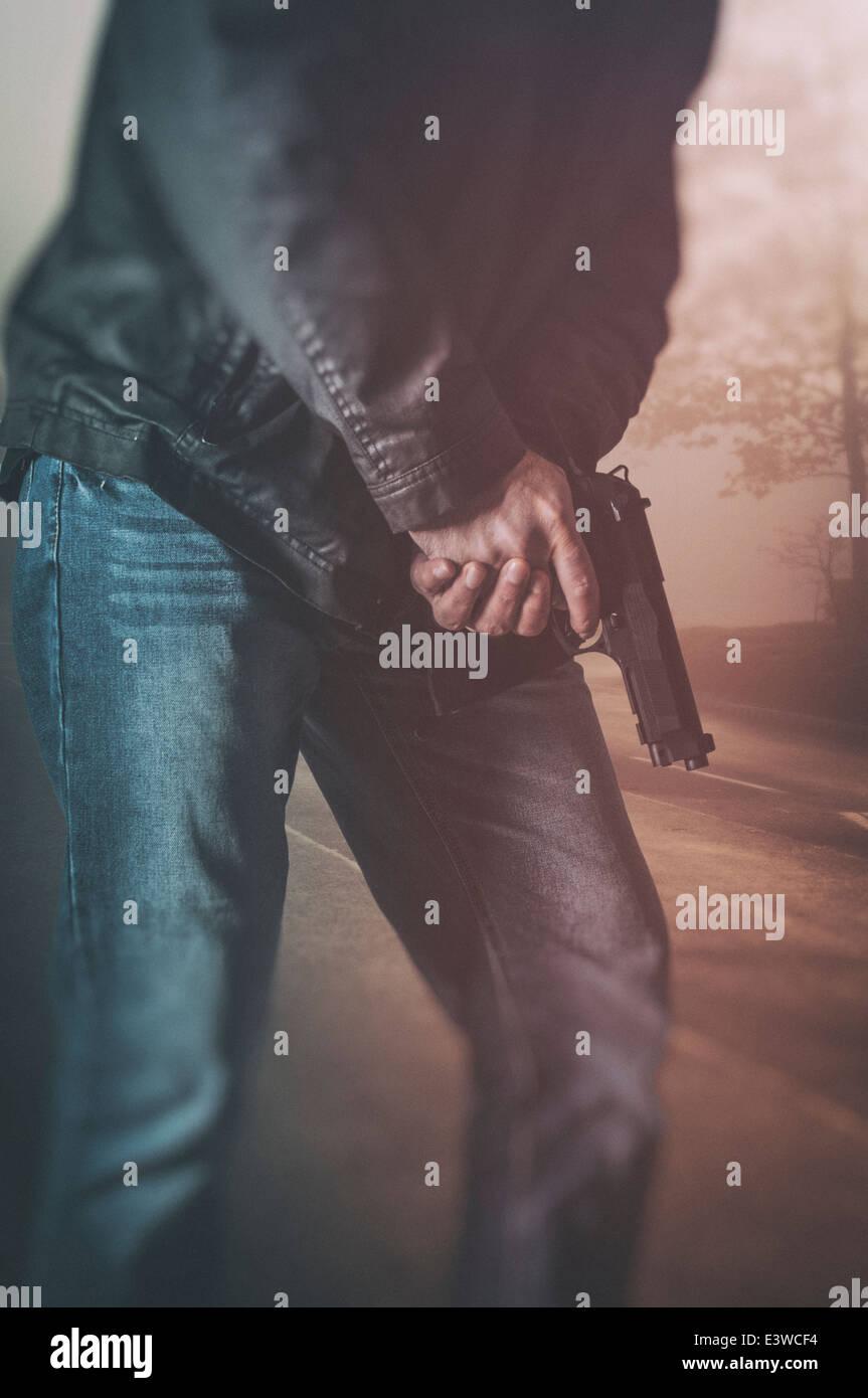 L'homme tenant un pistolet Photo Stock
