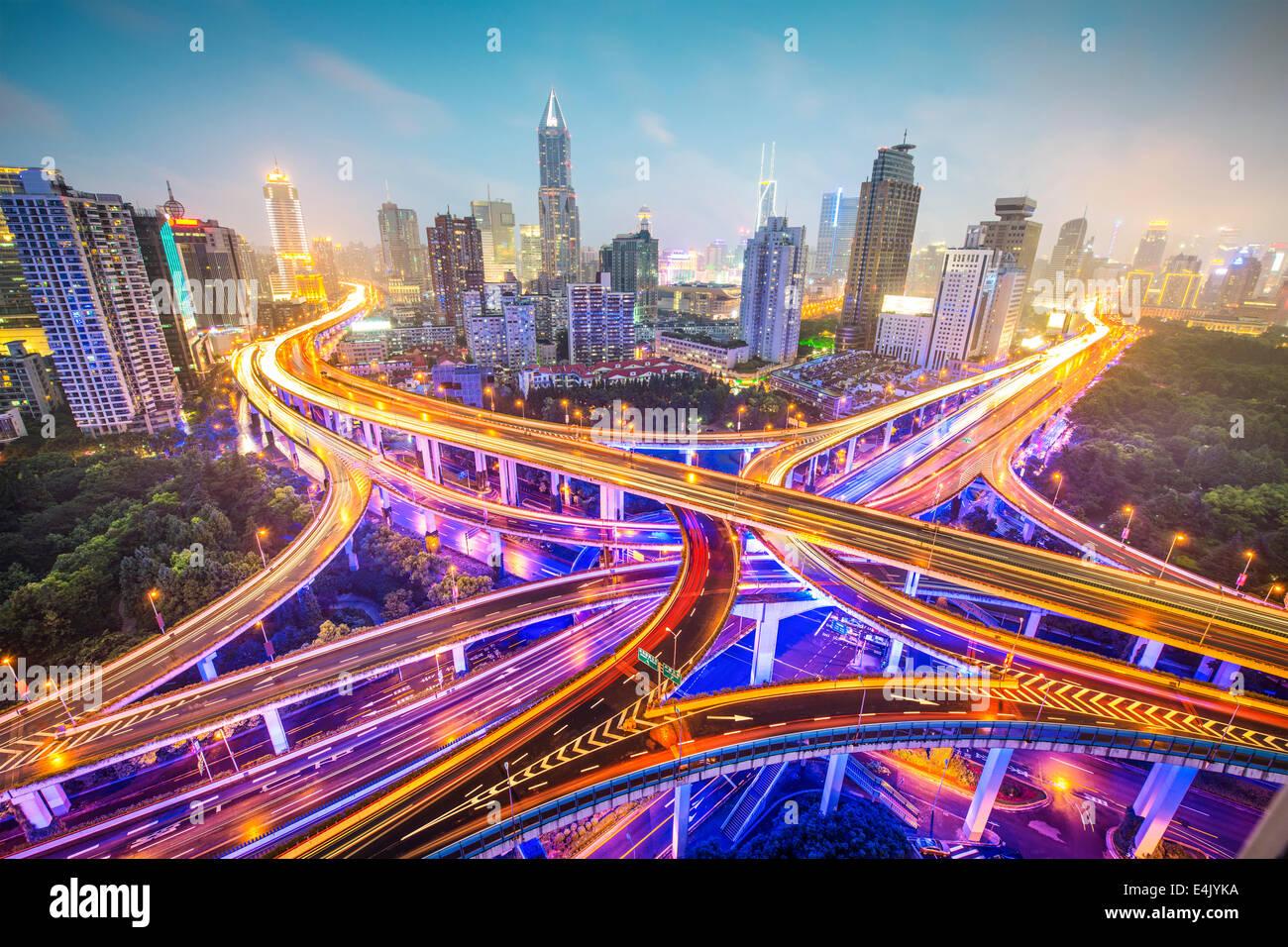 Shanghai, Chine vue aérienne sur les autoroutes. Photo Stock