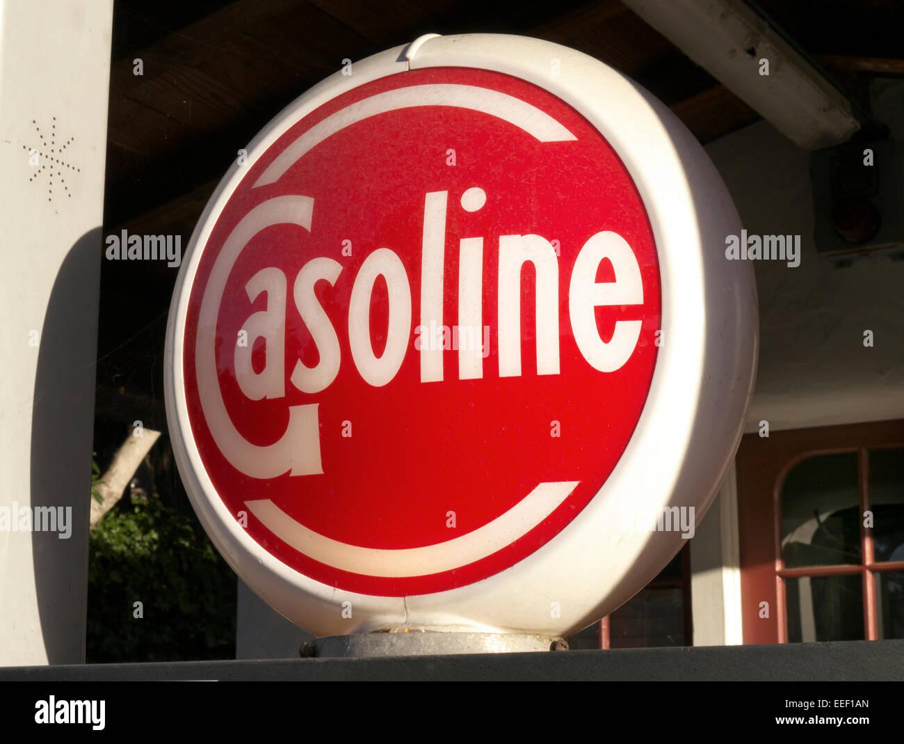 5fa210bbf2020a Fermer voir le style rétro éclairée par  l essence  de la pompe à carburant  pompe signer Pacific Grove California USA