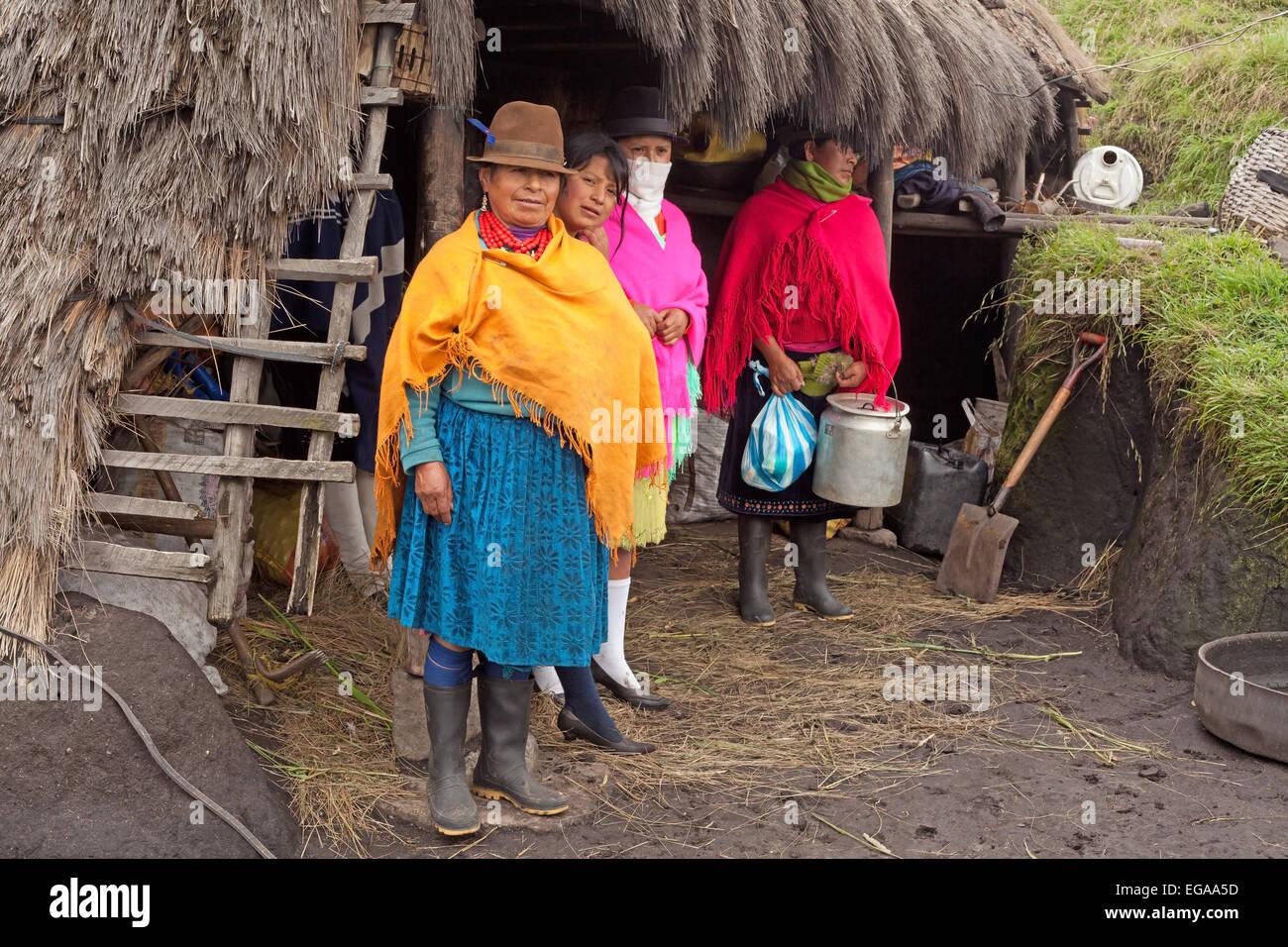 La famille autochtones Province de Cotopaxi Équateur Quilotoa Photo Stock