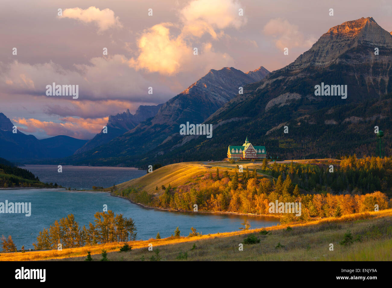 Lhotel Prince Wales Au Lever Du Soleil Waterton Lakes National Park Alberta Canada Amerique Nord Photos Images Alamy