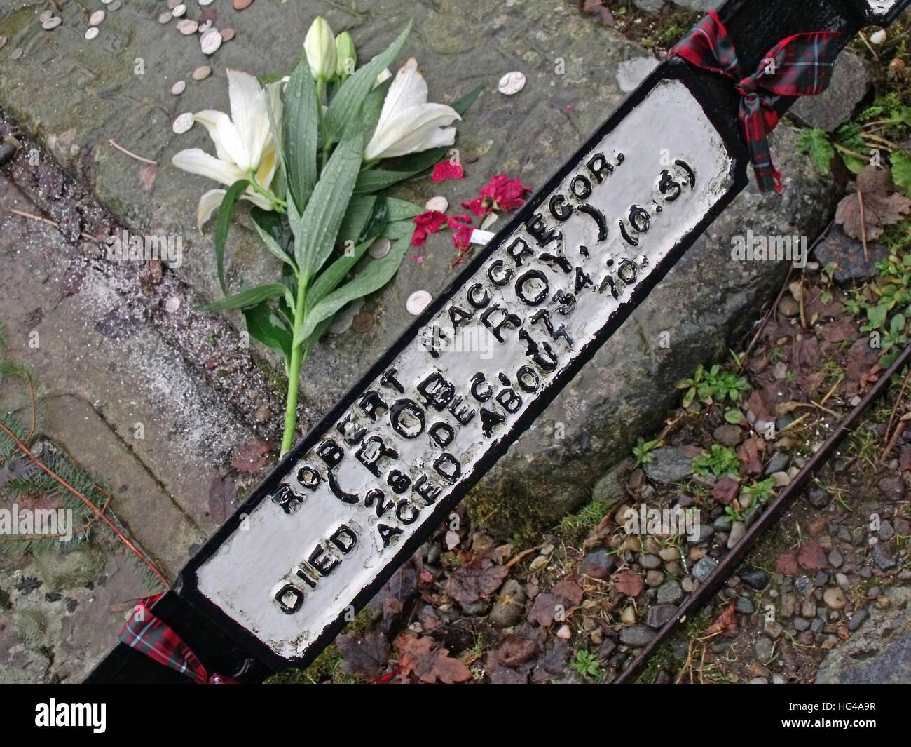 Nationalism,Roy,MacGregor,red,hair,haired,hero,martyr,outlaw,Balquidder,Inverlochlarig,Beg,graveyard,burial,buried,tomb,Robert,MacGregor,flower,flowers,MacGregor,Despite,Them,tarten,tartan,crest,Scottish