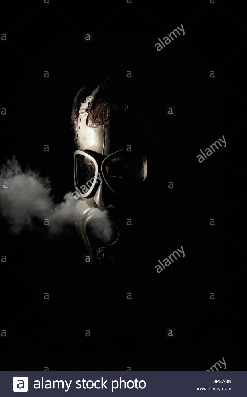 L'homme à un masque à gaz Photo Stock