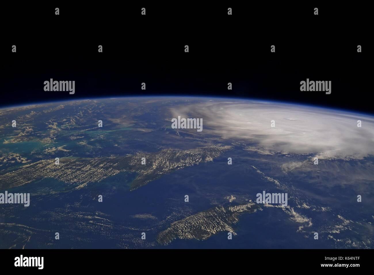 L'ouragan l'irma sur les Turcs et Caicos qu'il balaie les caraïbes vers le sud de la Floride comme Photo Stock