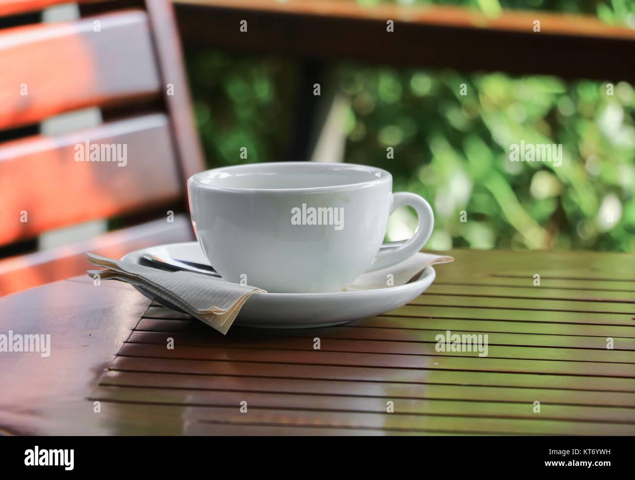 tasse de caf sur l 39 arri re plan de plancher de bois banque d 39 images photo stock 169798653 alamy. Black Bedroom Furniture Sets. Home Design Ideas